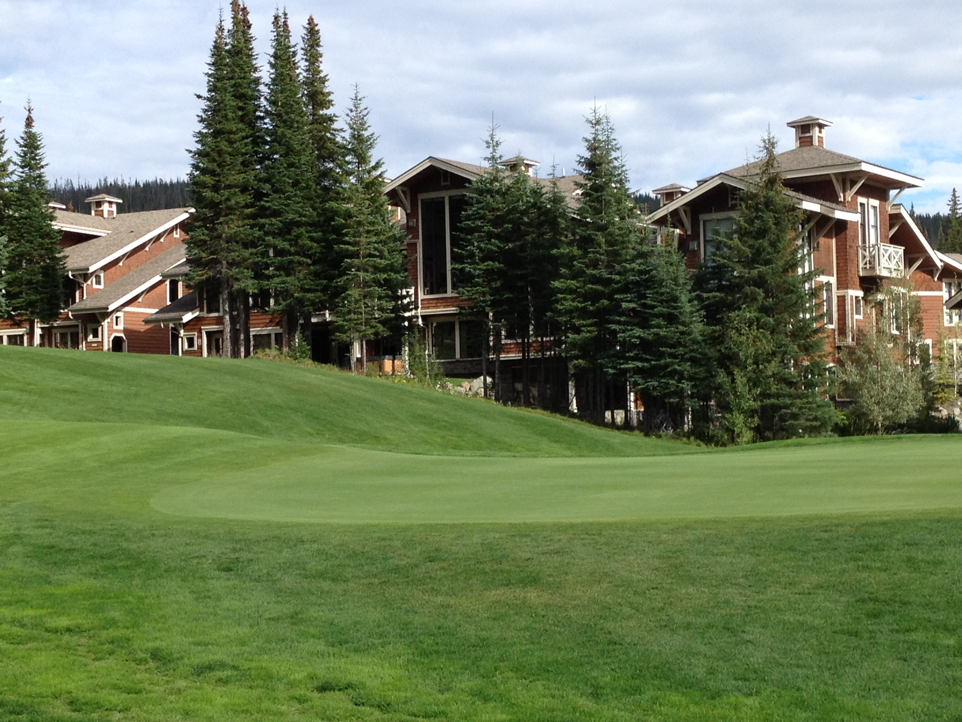 Stone's Throw condo backing onto the 16th Fairway - highest elevation tee in BC!
