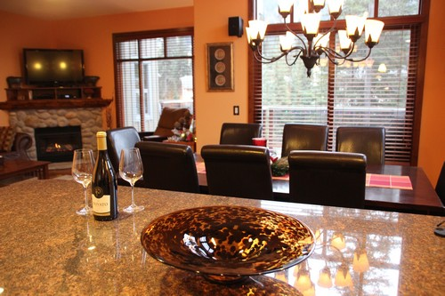 Beautiful Trapper's Landing Sun Peaks family room at BestSunPeaks