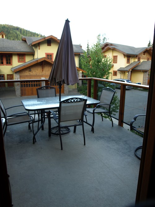 Trails Edge 15 sundeck with mountain views