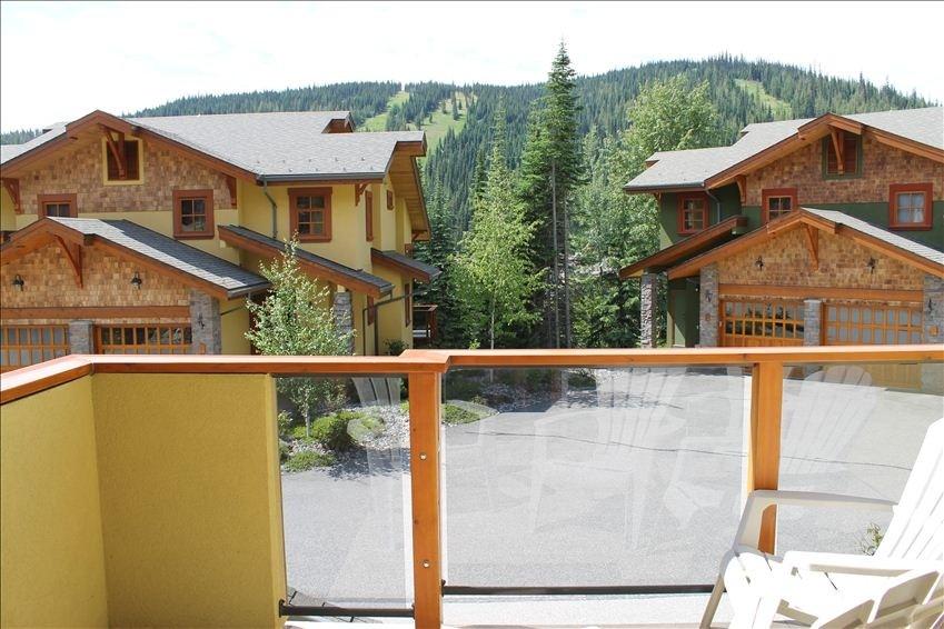 Trail's Edge spacious sun deck