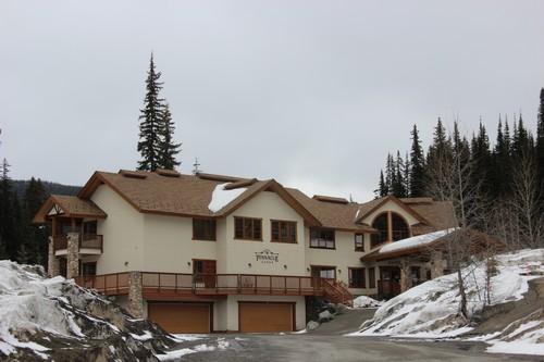 Is the Pinnacle Lodge one of the best Sun Peaks hotels?
