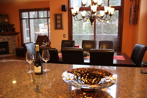 Spacious Trappers Landing Townhomes Sun Peaks - dining room