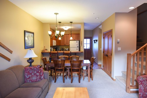 Trail's Edge townhouse dining room