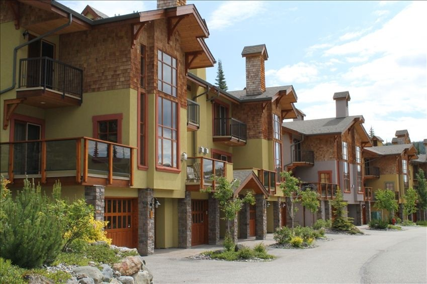 Trails Edge Townhouses - Sun Peaks all season ski resort, British Columbia