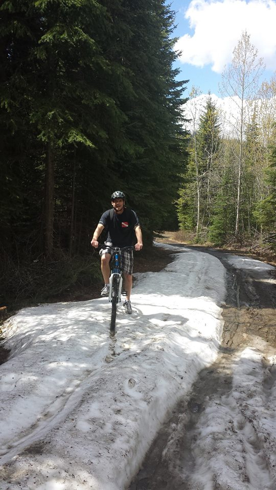 Mountain bike ride to McGillivray Lake in the spring