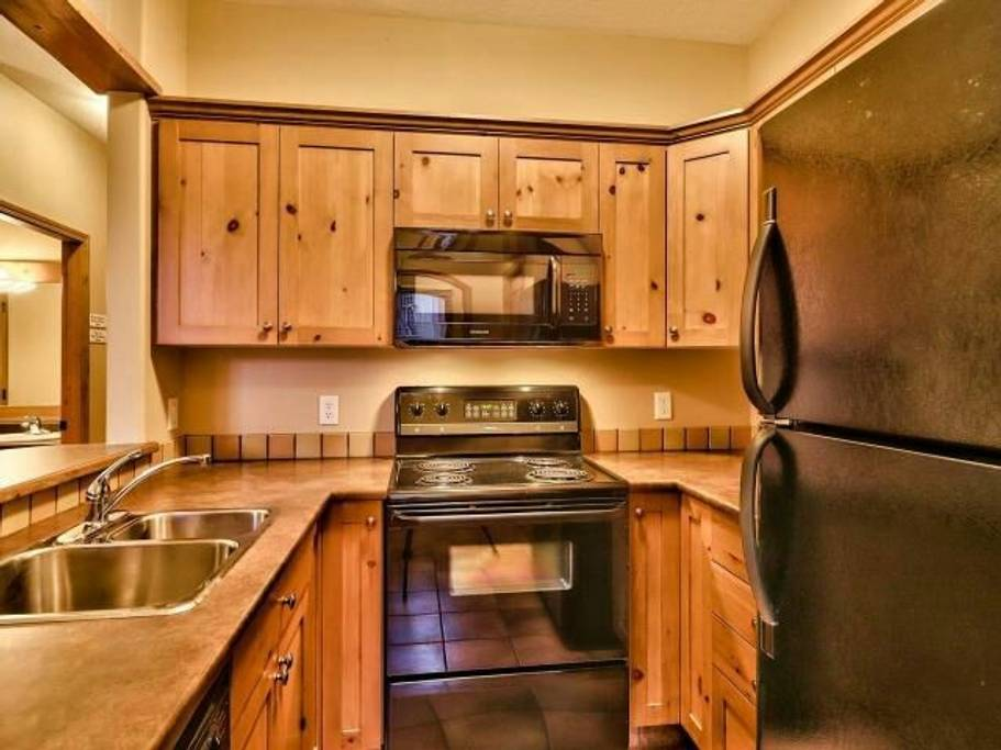 Crystal Forest Sun Peaks kitchen