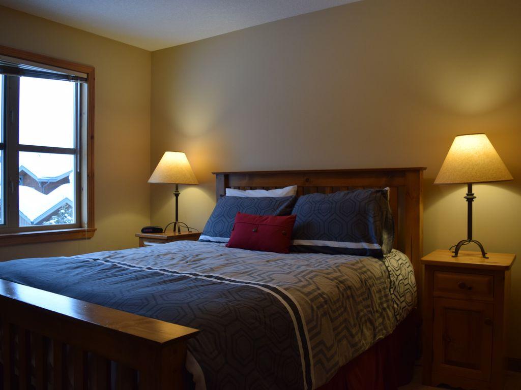 Sun Peaks Crystal Forest master bedroom