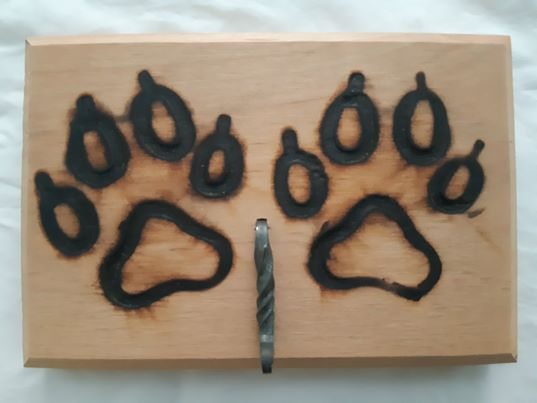 custom wood pet signs and leash holders