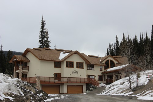 Is the Pinnacle Lodge one of the best Sun Peaks hotels?