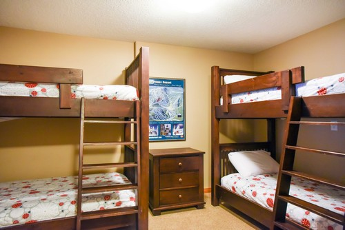 Trail's Edge den with two sets of bunkbeds