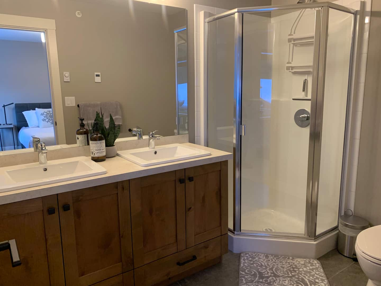 Luxurious and spacious Echo Landing ensuite bathroom