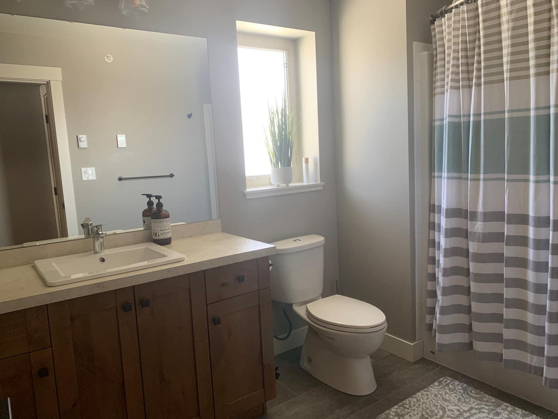 Echo Landing Sun Peaks main bathroom