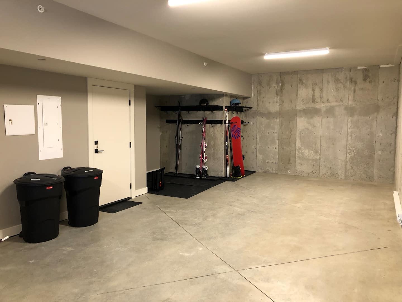 Spacious Echo Landing two car garage
