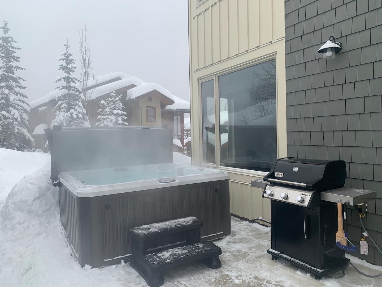 Echo Landing Vacation Rental Sun Peaks private hot tub